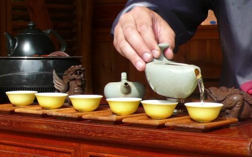 Oltre alle varietà del tè, anche la preparazione e il modo di servirlo sono importantissime!