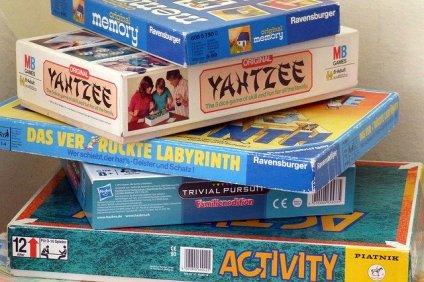 scatole giochi di società per spiegare perché i bambini dovrebbero giocare ai giochi di società