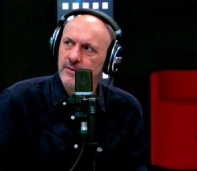 Marco Presta durante una puntata de Il ruggito del coniglio, in onda su Radio2 (Credits: Rai)