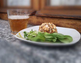 oggi parliamo di antipasti estivi abbinati alla birra. Nella foto troviamo un piatto succulento abbinato a una golden ale.
