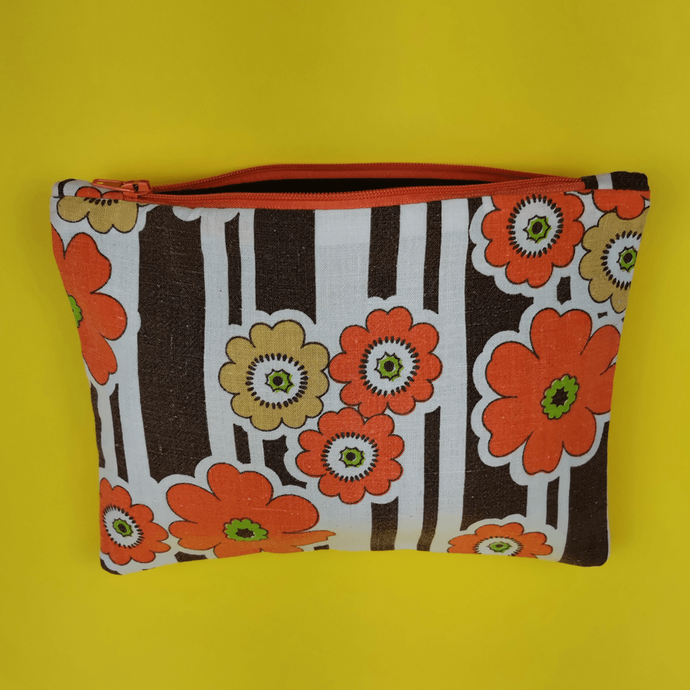 trousse artisanale fleurs orange