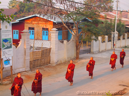 inle_morningmonks