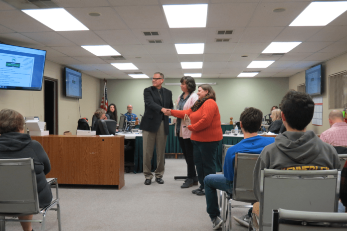 Crissy Ford and Rachel Pringle receive Ferndale Mayor's Awards for Outstanding Citizenship during a City Council meeting 2018-02-05