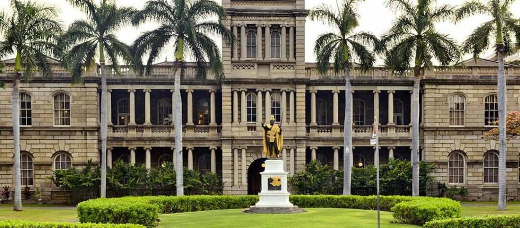 DiscoverHawaiiTours_Honolulu_KamehamehaStatue