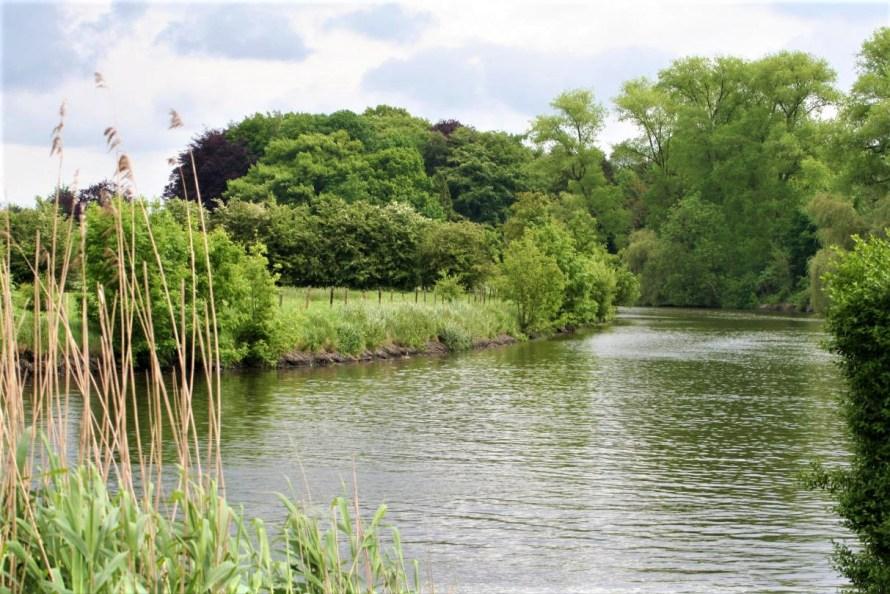 Derek Blyth aime se promener le long des rives de la Lys à l'extérieur de Gand