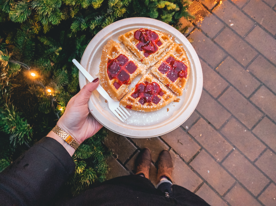 Vancouver Christmas Market 2017, eating a waffle, das waffle haus, waffle, Vancouver, winter, Christmas time