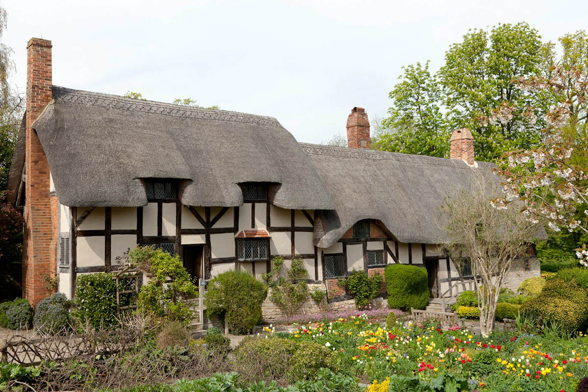 Discover London - Day Tours from London - Anne Hathaways Cottage
