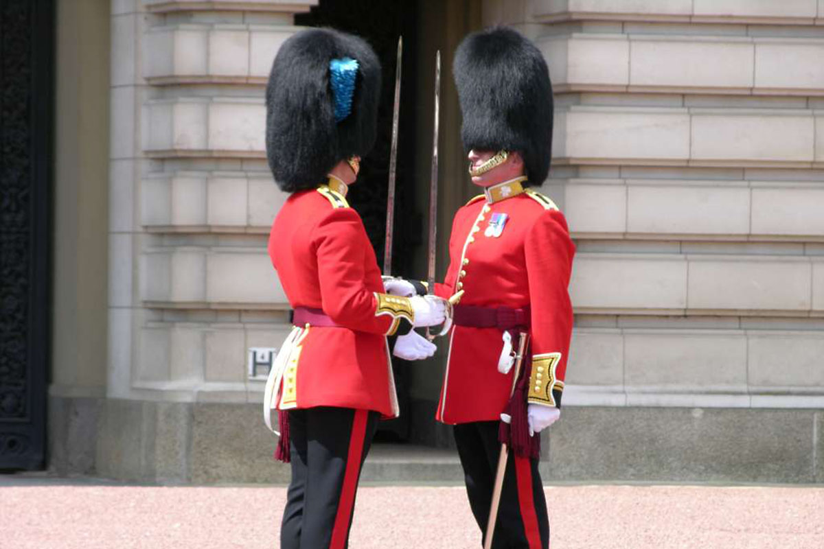 Discover London - Family tours - Changing of the Guard