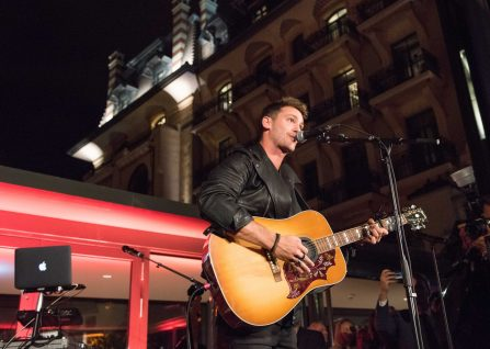 Bastian Baker in action