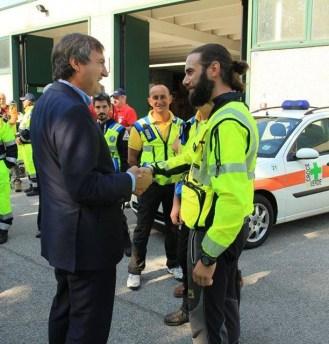 in foto: il Sindaco Luigi Brugnaro e il Resp.le Addestramento Discoverydogs Stefano Bonaldo