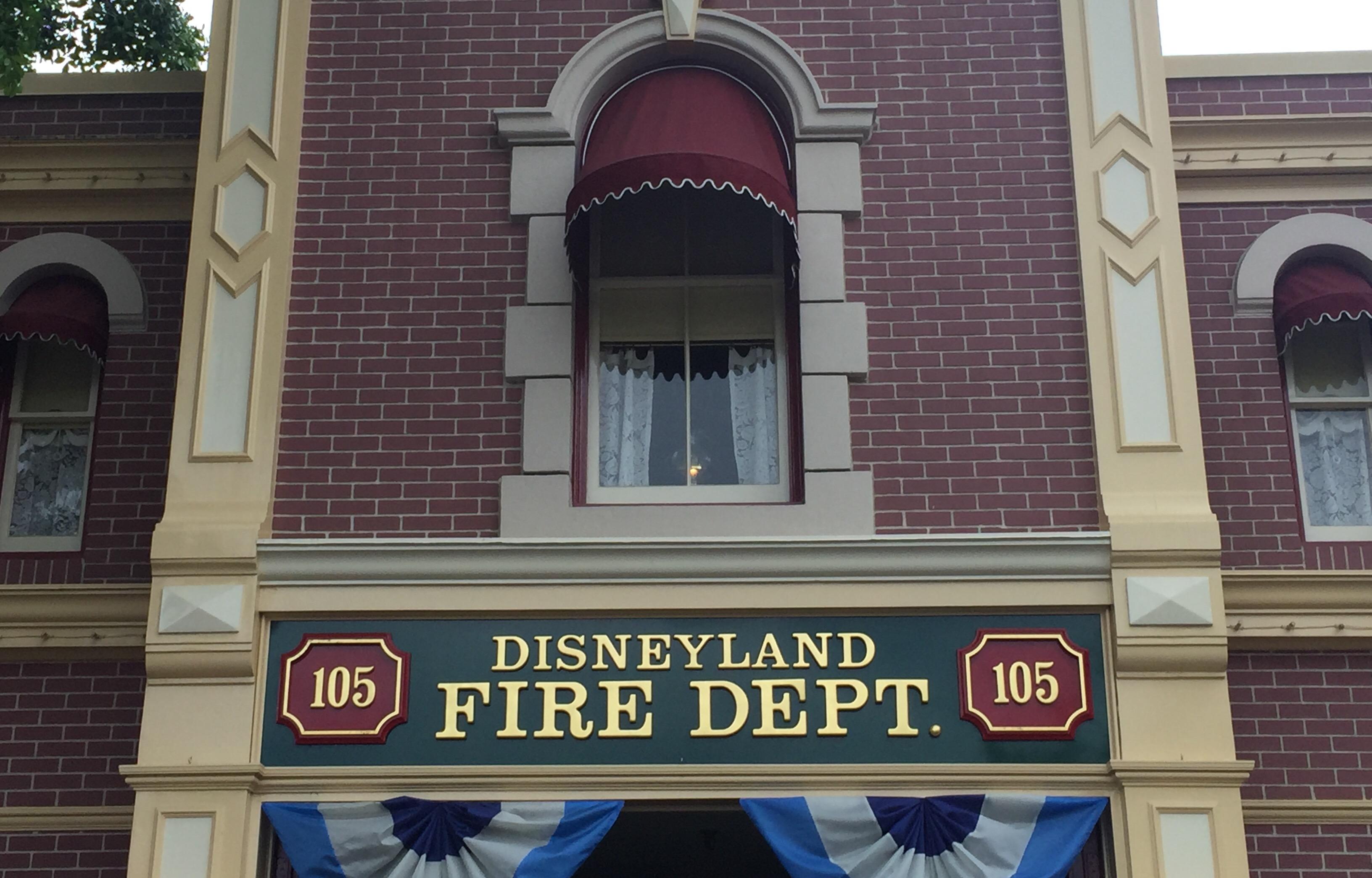 Resultado de imagem para Disneyland Fire Department 105 walt disney