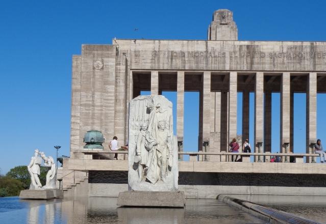 Lola Mora esculturas en el Monumento a la Bandera