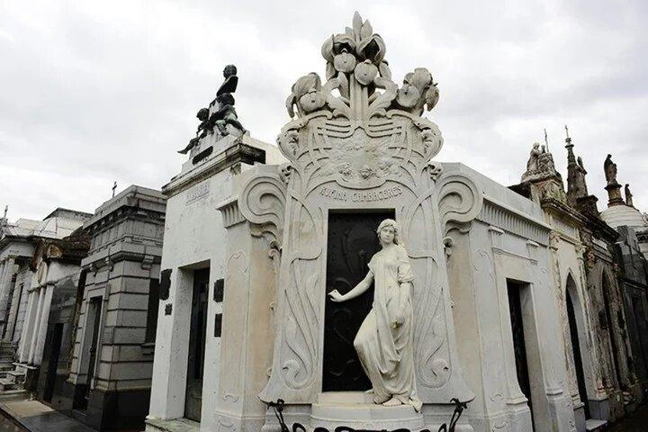 Art Nouveau cementerio de la Recoleta