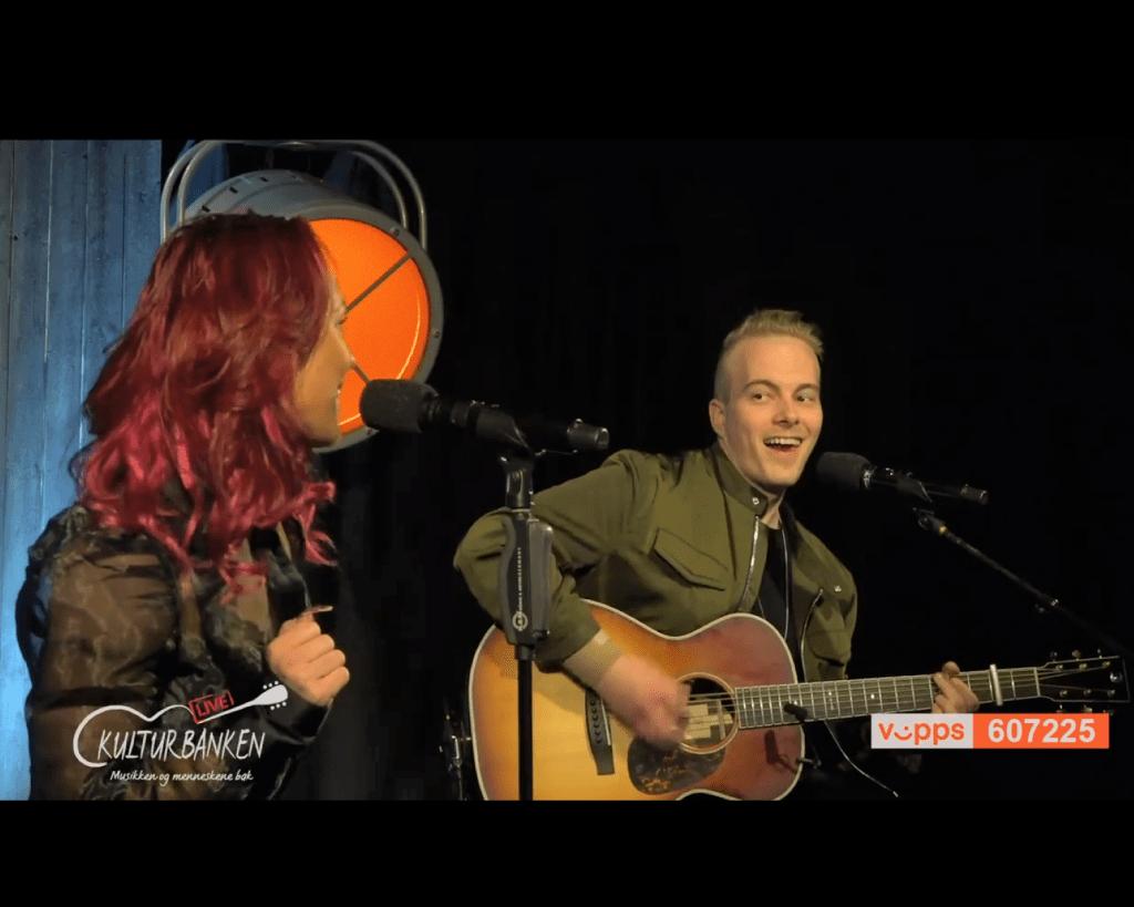 Skjermbilde av Raylee og Robin Haverkamp på hennes online-konsert