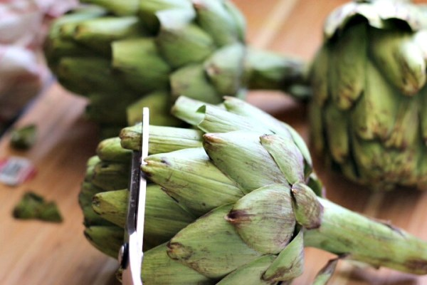 Snip artichokes leaves