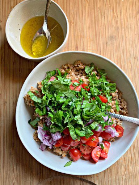 summer tomato basil farro salad