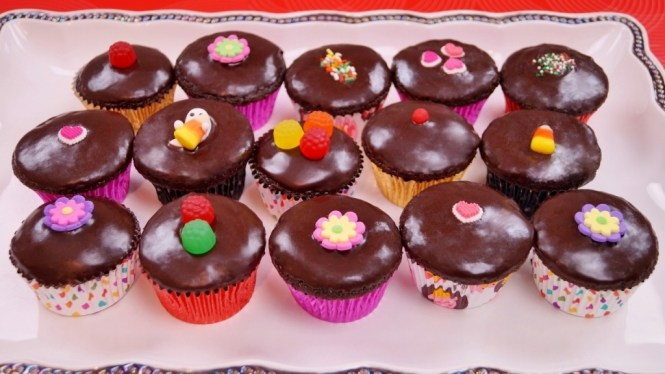 Jam Cupcakes With Chocolate Frosting