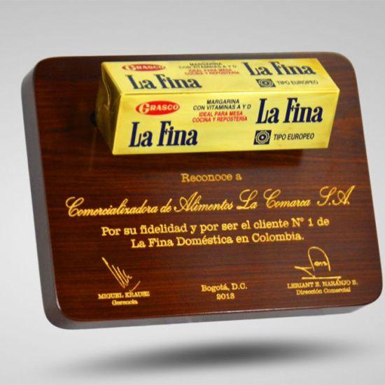 Placas-Conmemorativas-en-Bogotá-madera-La-Fina
