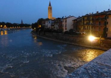 verona tramonto ponte pietra fiume adige