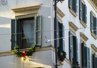 20121203-veronaviaromafinestrapalazzodecorazionenatale