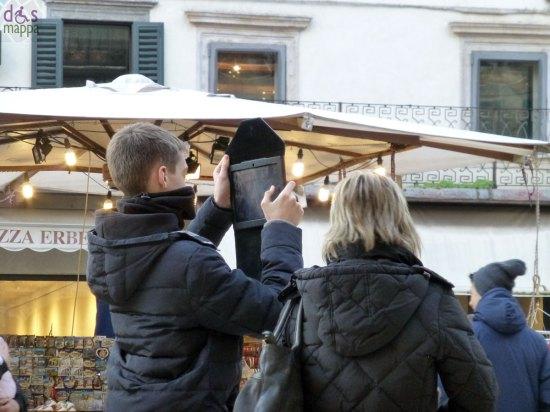 fotografia con tablet piazza erbe verona