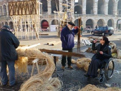 costruzione befana piazza bra verona brusa la vecia 2013