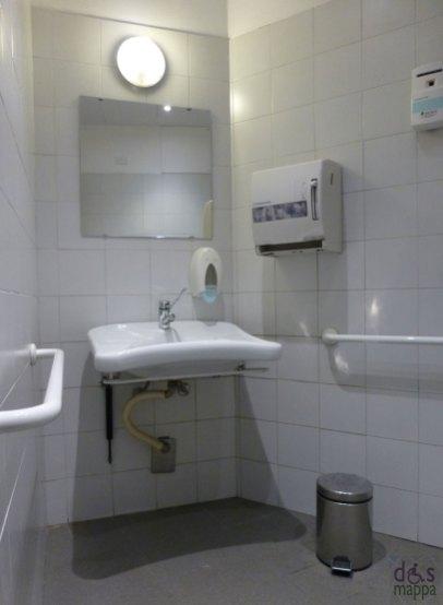 Il lavandino del bagno disabili - teatro nuovo di verona