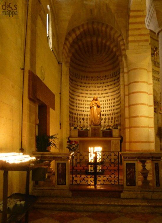 cappella con madonna ed ex-voto alla chiesa di santa maria antica a verona