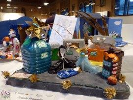 I contenitori differenziati - Mostra concorso dei presepi con materiali riciclati a Palazzo della Ragione Verona
