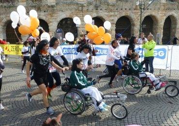 carrozzine da corsa Da quando la squadra che attualmente gestisce Veronamarathon ha iniziato ad operare, è parso subito opportuno individuare una manifestazione che fosse più abbordabile psicologicamente dei fatidici 42 kilometri di una maratona.