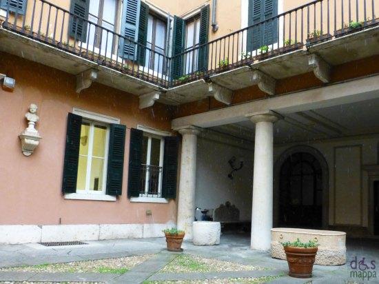 cortile con colonne di un palazzo di verona