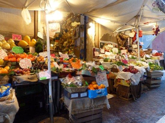 frutta e verdura in centro storico a verona