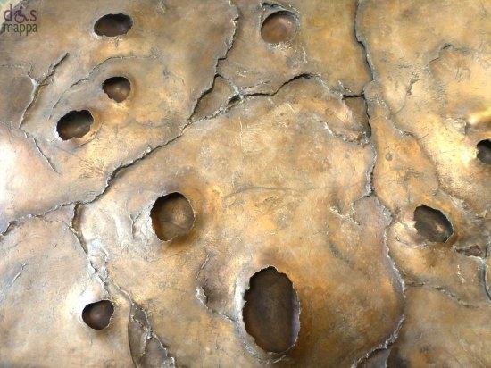 particolare della scultura planimetria vitale di gino bogoni al polo giorgio zanotto di verona