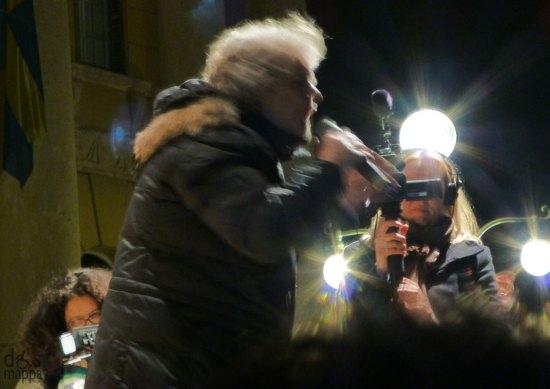 riprese per la televisione danese al comizio elettorale di beppe grillo a verona