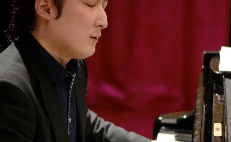 Masayuki Akuzawa al pianoforte