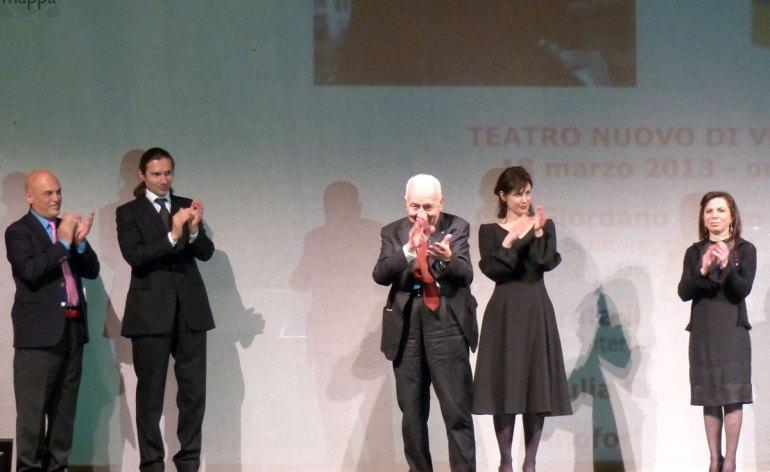 Serata inaugurale settimana dannunziana, teatro nuovo di verona - Applausi per Gianfranco de Bosio, Giordano Bruno Guerri, Sabrina Reale, Giulia Cailotto e Paolo Valerio