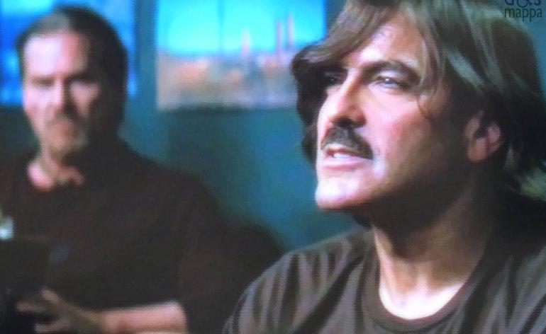 George Clooney parla di verona e dozier a Jeff Bridges nel film l'uomo che fissava le capre