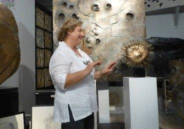 Patrizia Arduini Bogoni nello showroom dell'artista Gino Bogoni a Verona