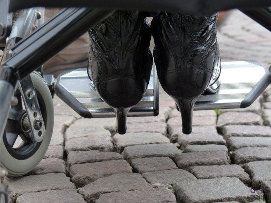 i tacchi di gabriella e le ruote della carrozzina