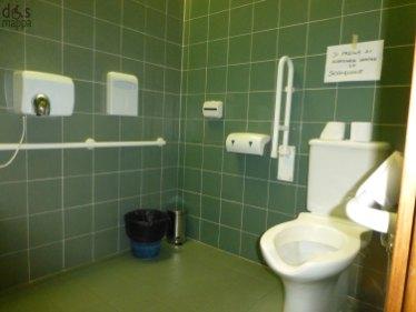 il wc accessibile ai disabili e attrezzato alla biblioteca civica di verona