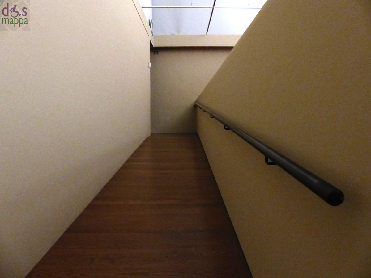 La Sala Umberto Boggian, al Museo di Castelvecchio di Verona, è accessibile alle persone con disabilità motoria, entrando dalla rampa per le carrozzine della biglietteria, da dove verrete accompagnati all'ascensore che porta alle sale del Museo al primo piano, in cui c'è la porta per accedere alla Sala tramite un lungo, e doppio, scivolo.
