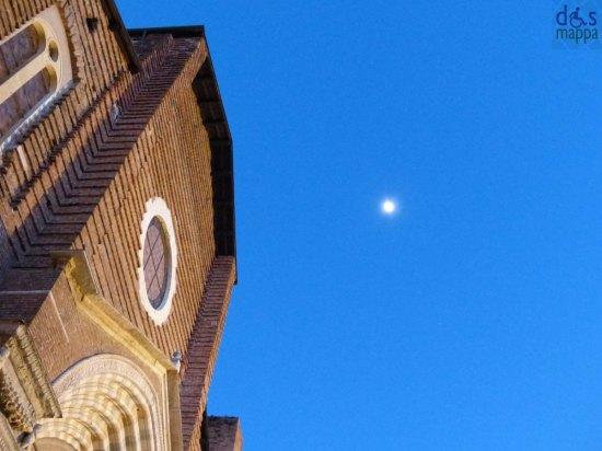 la Chiesa di Santa Anastasia e la luna