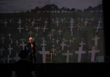 Franca Rame recita all''Arena di Verona il suo monologo sulla guerra