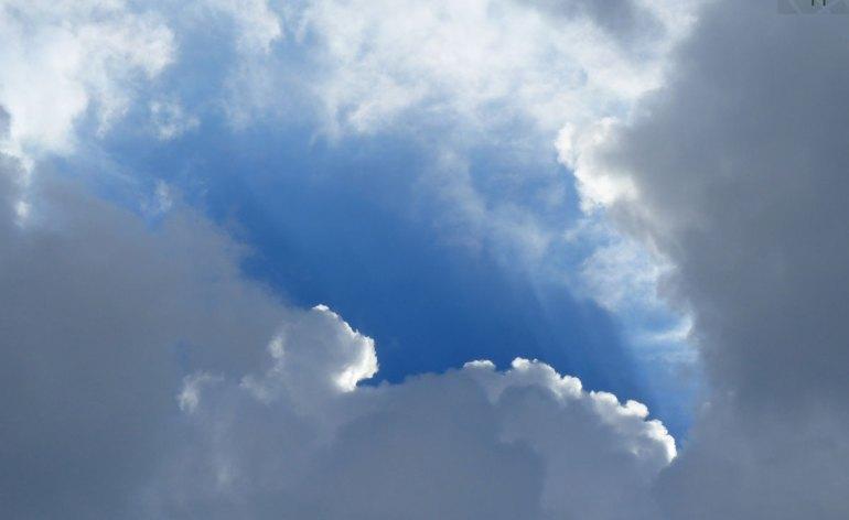 Nuvole su Porta Borsari a Verona