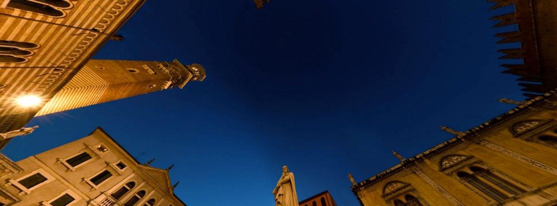 Piazza dei Signori VR Per chi ha voglia di piccole gite a 360° senza muoversi da casa ecco una lista di foto panoramiche sferiche di luoghi della città, dal sito Arounder Verona