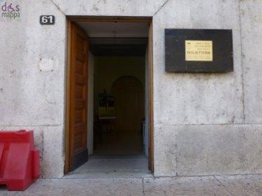 L'entrata della biglietteria dell'Estate teatrale a Palazzo Barbieri, accessibile ai disabili in carrozzina