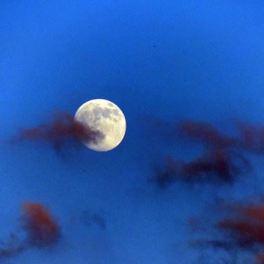 Luna e nuvole