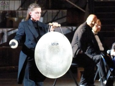 gong In occasione del Bicentenario Verdiano l'Arena di Verona celebra il maestro con la Messa da Requiem, suonata da Orchestra e Coro della Fondazione Arena di Verona e Orchestra e Coro della Fondazione La Fenice di Venezia.