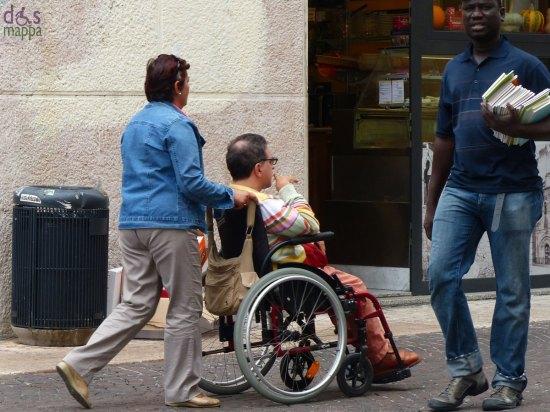 20130927-disabile-carrozzina-via-cappello-verona
