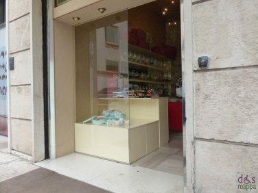 La Cioccolateria Via Conventino, in Piazza Nogara, 3, è a livello della strada senza alcun scalino interno: per le carrozzine nessun problema, ma se siete in dieta attenzione perché propone il meglio della produzione italiana e l'eccellenza nel mondo di cioccolata, praline, specialità dolciarie e confetti.